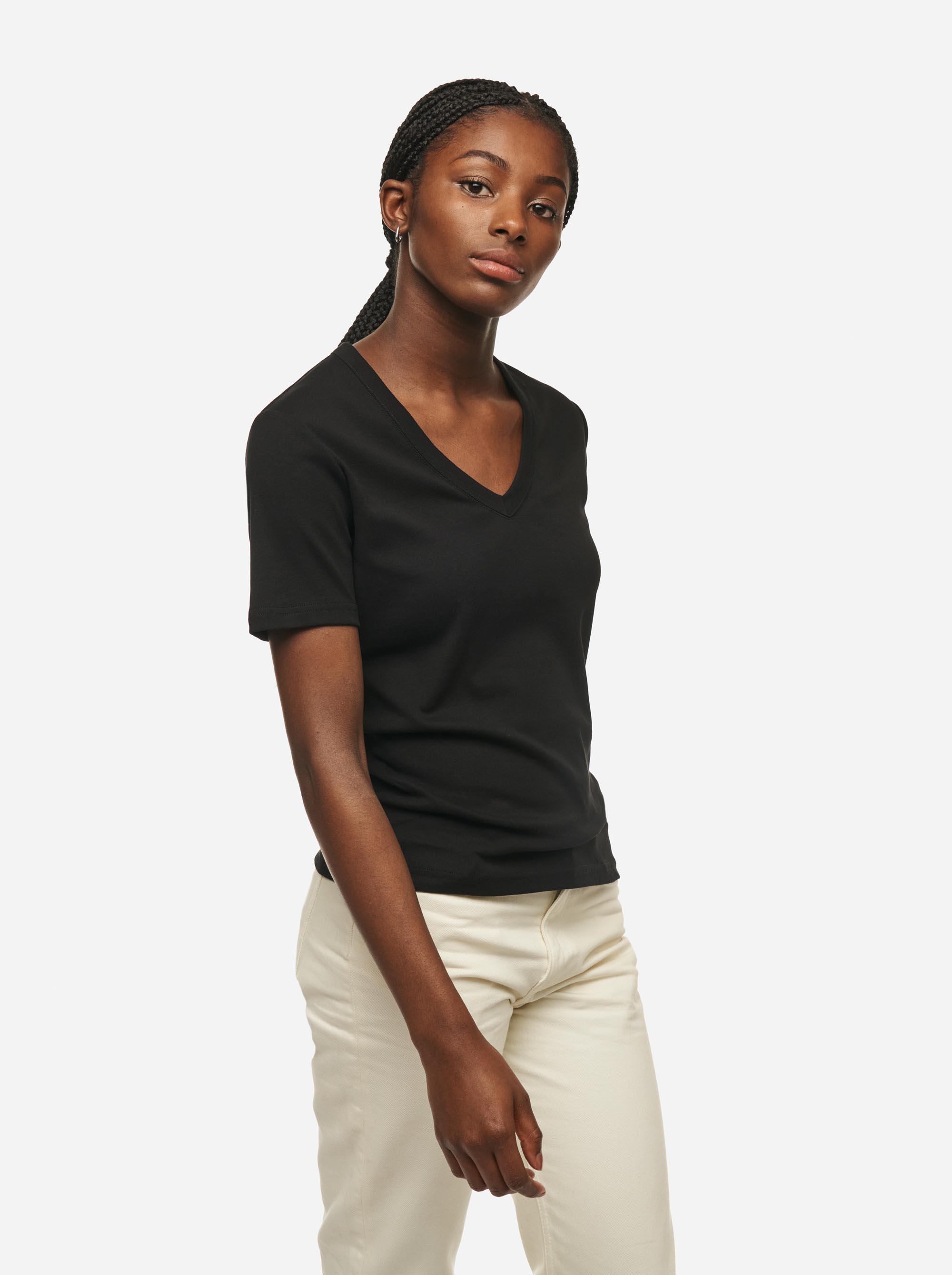 Teym - The T-Shirt - V-Neck - Women - Black - 1