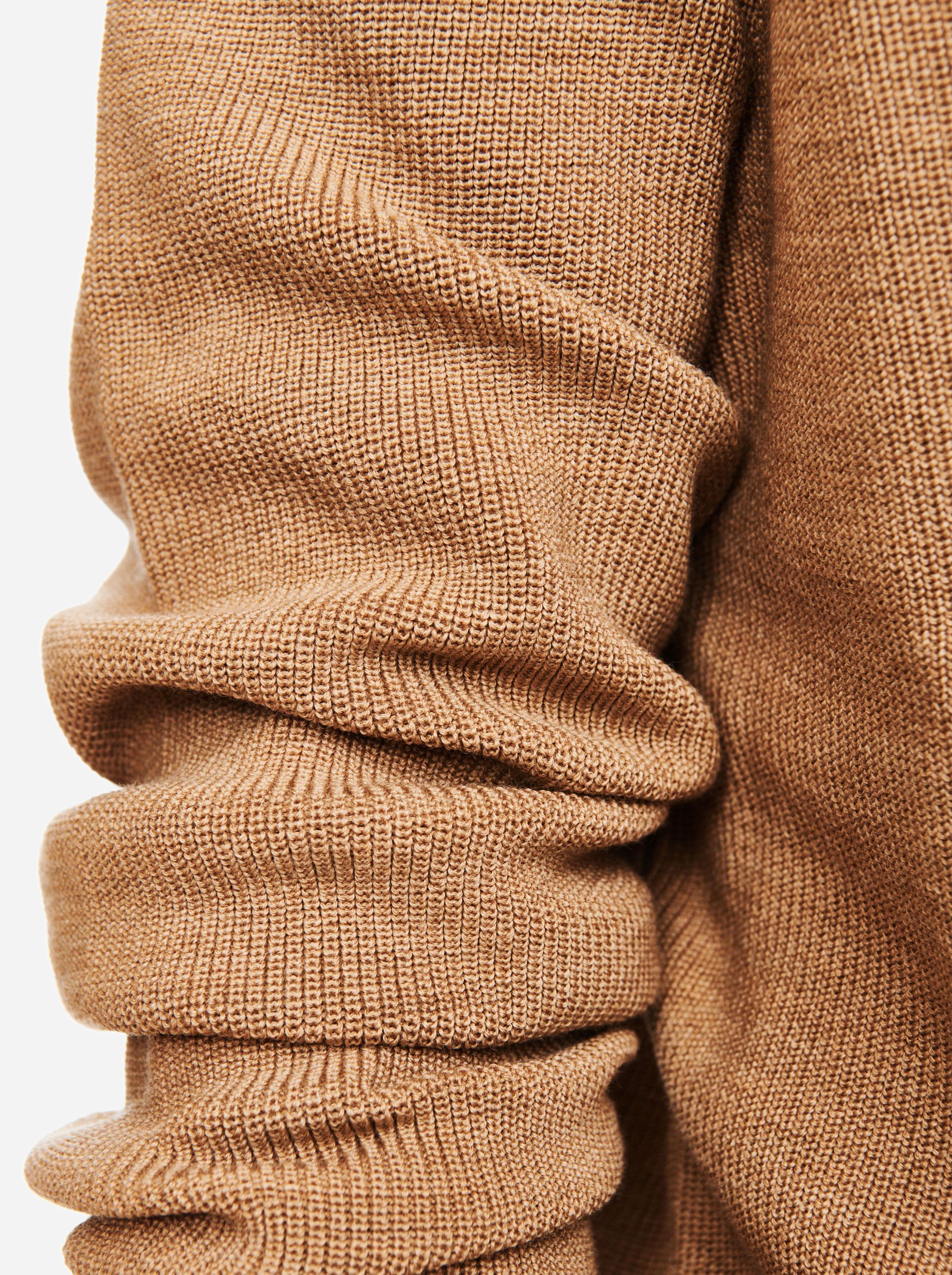 Teym - V-Neck - The Merino Sweater - Men - Camel - 2